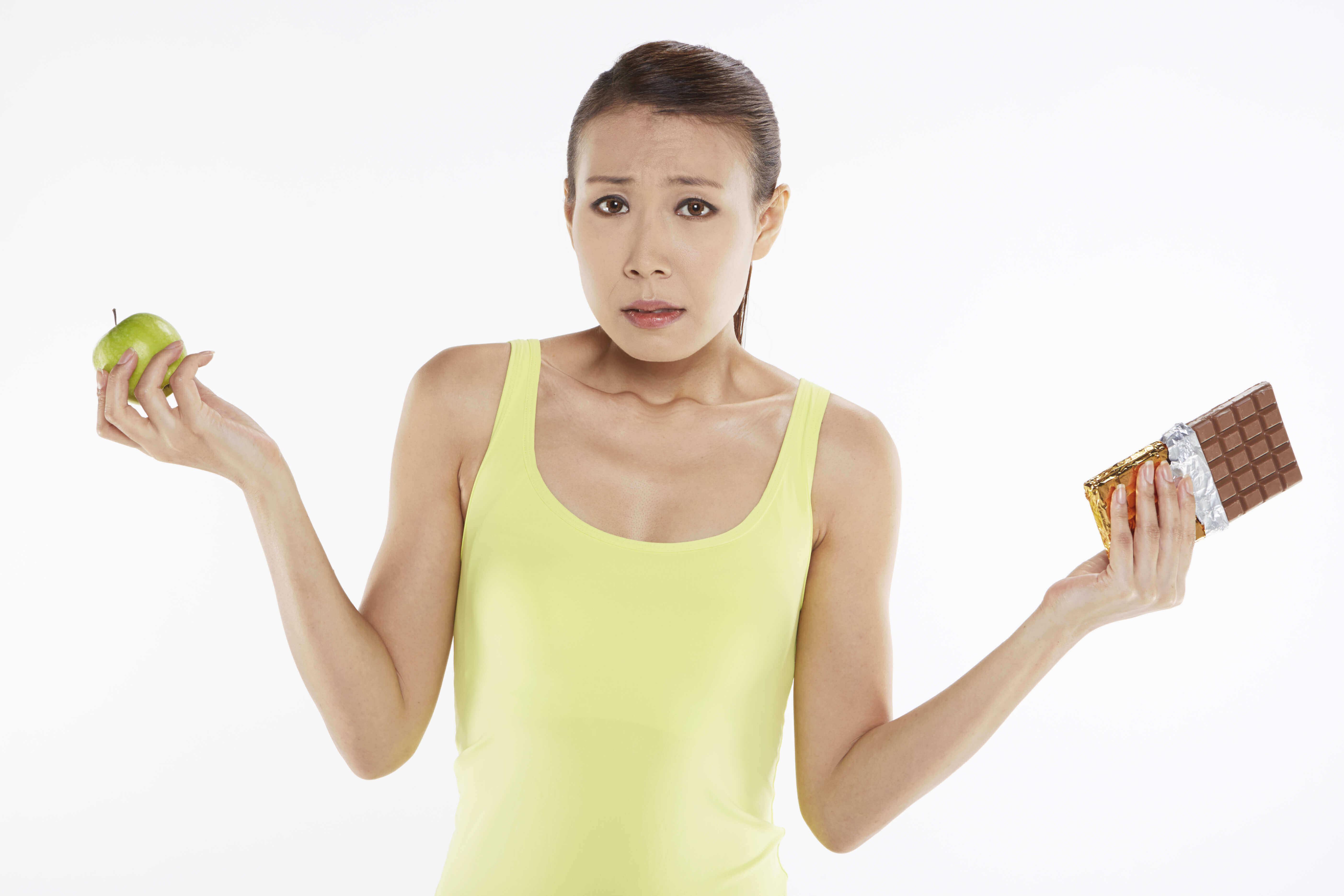 elección un alimento saludable a uno no tan nutritivo